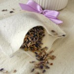 den getrockneten Lavendel hinzugeben