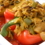 Reis gefüllte Paprika mit Veggie Würstchen