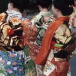 Wrap und Go: Kimonos als Mode-Trend 2013