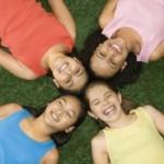 Lustige und kreative Gartenspiele für Kinder