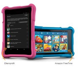 lächelnder student zwischen laptop und tablet