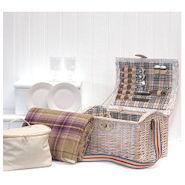 Shabby Chic Style Picknickkorb für ein romantisches Picknick mit Zubehör und Picknickdecke