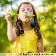 Mädchen Seifenblasen